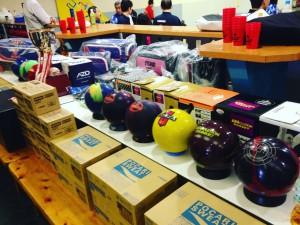 抽選賞の数々です。机の下にも商品が!5人に1人は、商品が当たる商品数!?です。